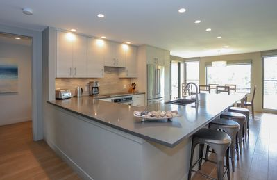 Modern open-concept kitchen - great for entertaining!