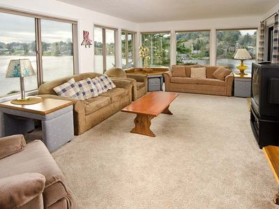 Photo for Lakefront Beauty Close to the Beach!