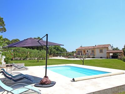 Photo for Recent villa 3 bedrooms, quiet village charm, pool near Aix and Luberon