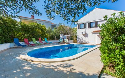Photo for Apartment with pool in optimal location - Brnic Z. A4