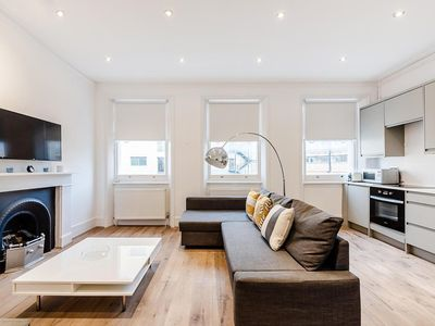 Photo for Bright 1 bedroom apartment in Kensington Olympia {MM1}