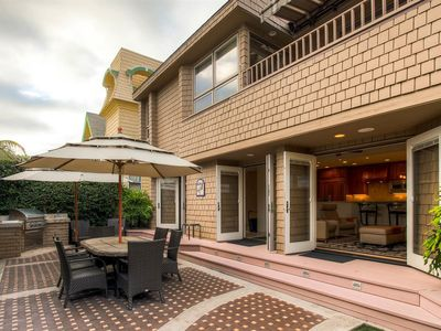 The Ritzy Beachcomber - A/C, parks 4, huge private patio, and much more.