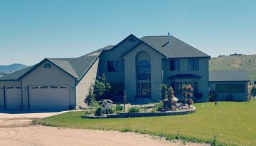 Sleeps 12-20 People! Family Friendly! Great for Family Reunions, Wedding, Huntin
