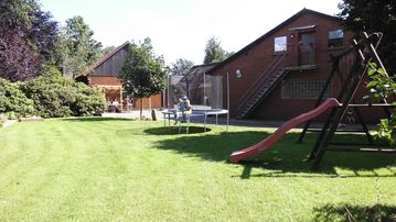Holiday cottages with garden i