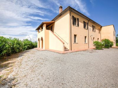 Photo for Luxurious Farmhouse in Capannoli with Pool