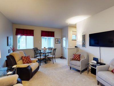 Photo for Cozy condo in center of town - walk to restaurants, shops, and the river!