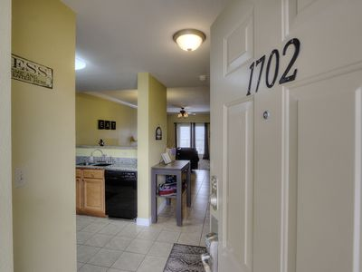 Luxury 2BR 2BA Condo w/ Amazing Mountain View's Top Floor-2 pools-Walking Trail