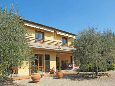 Photo for Apartment in San Gimignano (SI), Florence and surroundings - 6 persons, 3 bedrooms