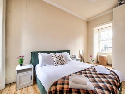 Photo for Cosy 2BR Top Floor Apt at World's End