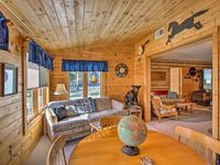 Accommodating and comfortable home in a forest area that allows quiet time and hiking ability.