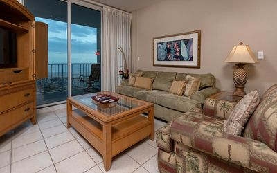 Photo for LIGHTHOUSE! One Bedroom XTRA BATH! Low Floor Beach Front *7 Night SPECIALS!*