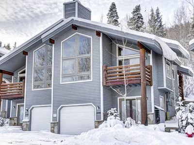 Photo for Gorgeous remodeled townhome. 2 minute walk to shuttle to resorts or Main Street!