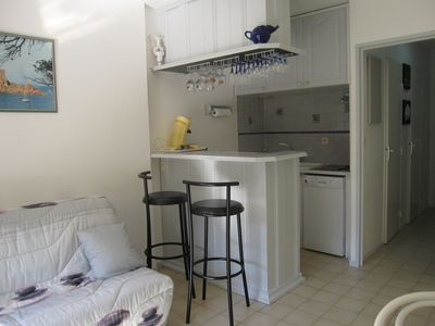 Photo for CLASS 3 stars: 1 bedroom apartment, terr and gar, 3 minutes from the beach and comm.
