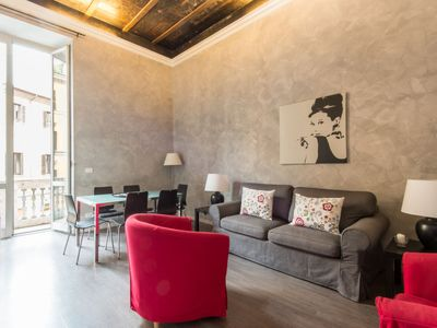 Photo for Parione Apartment, Sleeps 6 with Air Con and WiFi