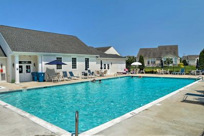 Enjoy access to a community pool during your stay!