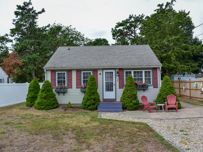 Photo for Uncle Rolf 39- Adorable cottage just 3/10 miles to Glendon Road beach.