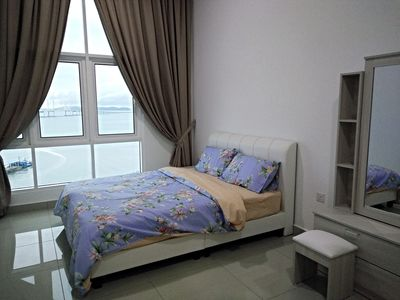 Second bedroom with queen size bed and sea view.