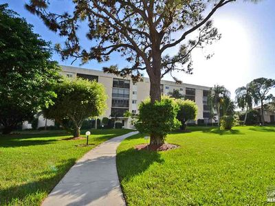 Photo for Cozy condo minutes from Venetian Village and Park Shore beach