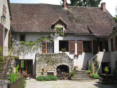 Photo for Charming village house for with pool set around the vineyards, close to Beaune