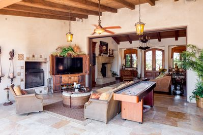 HUGE In/Outdoor living. Chill  after pool/spa fun. A Shuffle Board challenge?