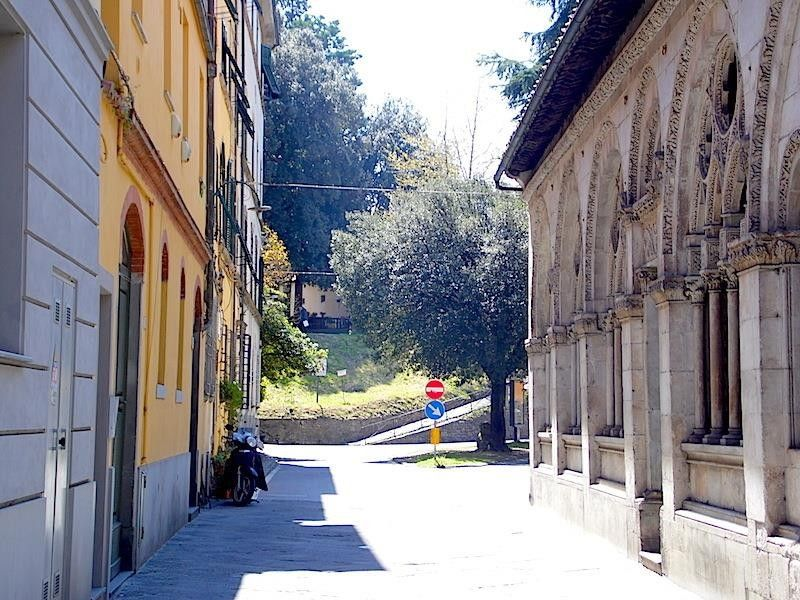 44 m from the center of lucca with internet air for 44 the terrace