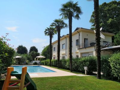 Photo for One bedroom Apartment, sleeps 5 with Pool, Air Con, FREE WiFi and Walk to Shops