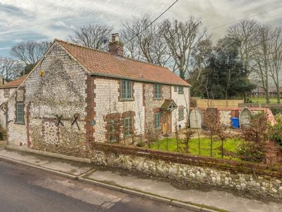 Photo for A fabulous luxury cottage, located in the centre of pretty Thornham village.