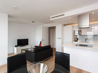 Photo for Great 1 Bed Apt with Air Con, City Views & WiFi in Trendy Shoreditch, London.