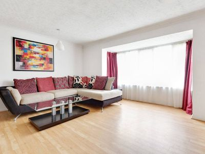Photo for Bright Spacious 2 bed, Peckham, 9 min to station
