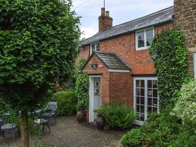 Photo for Orchard Cottage, HOOK NORTON