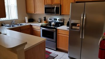 $79 SUMMER SALE. PREMIUM EXECUTIVE 3 BEDROOM, TOWNHOUSE ,CLOSE TO EVERYTHING