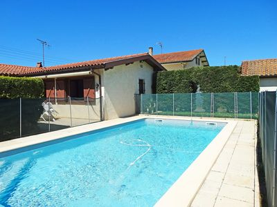 Photo for Lovely apartment for 6 guests with WIFI, private pool, TV and parking