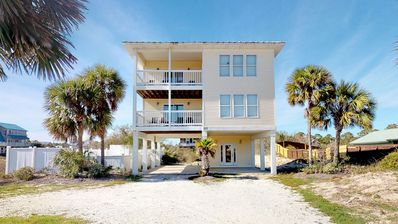 "Photo for Ready Now - No Storm Issues! FREE BEACH GEAR! Gulf Beaches, Pool, Beach Gear, Wi-Fi, 3BR/3BA ""Shore To C"""