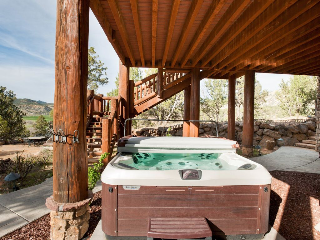 Beautiful log cabin close to zion national park bryce for Bryce canyon cabin rentals