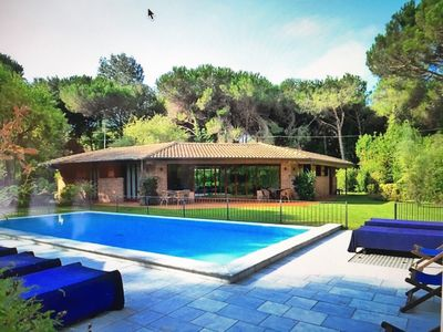 Photo for Charming villa, private pool and garden, on the Tuscan coast