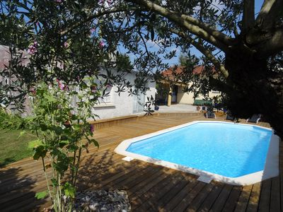 Photo for House + swimming pool on pretty ground without opposite with saintes