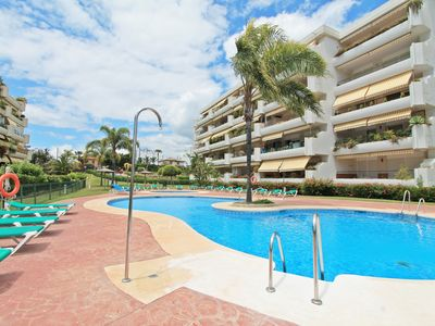 Photo for Lovely apartment south facing apartment for holiday rental in Guadalmina Alta, v