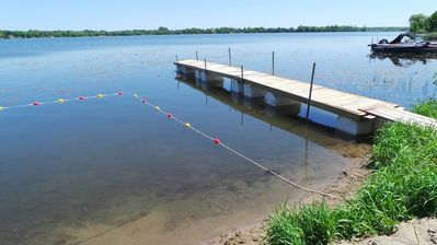 BEACH AREA - DOCK SUITABLE FOR SMALL CHILDREN - NO ZEBRA MUSSELS