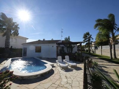 Photo for Stunning private villa for 8 people with WIFI, private pool, A/C, TV, pets allowed and parking