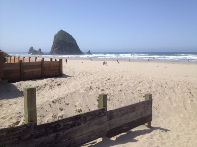 Spectacular cannon beach ocean front home steps to for Beach house rentals cannon beach