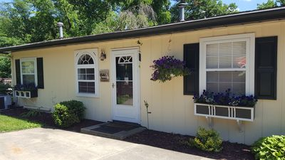 Our Cute cottage for 6 people is just right for a relaxing getaway to the lake.