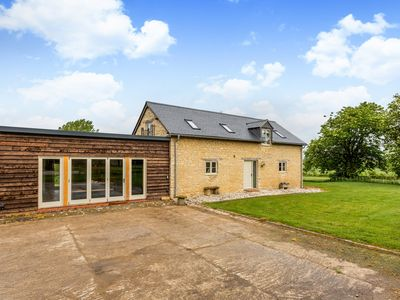 Photo for Deluxe Cotswolds Barn Conversion near Faringdon
