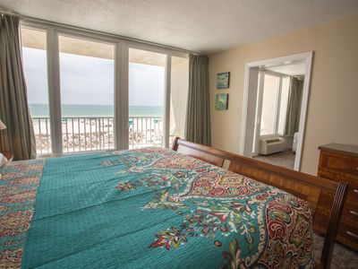 Spacious Double Beachfront Studio Suite. Outstanding View from Two Balconies!