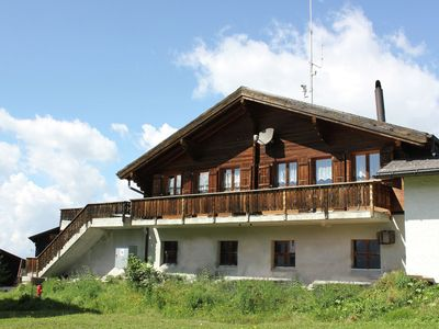Photo for This chalet is in an attractive position in the car-free village of Rosswald.