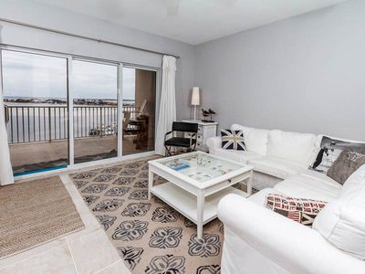 Photo for Charming Condo, Outdoor pool, Beach chairs included,Quick walk to the beach