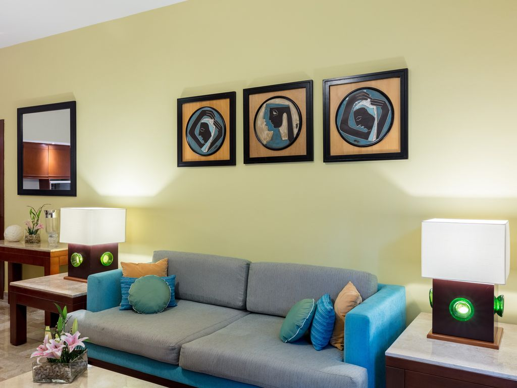 1BR Suite w/ Living Room & Kitchen: 1BR Suite w/ Separate Living ...