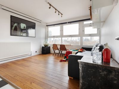 Photo for Stylish 1-bed apt w/Skyline views, Central London