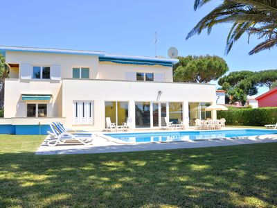 Photo for Spacious 5 bedroom Villa with private pool near The Old Course in Vilamoura