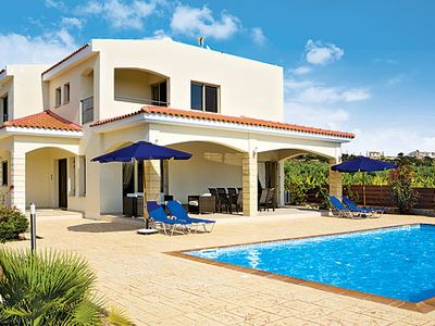 Photo for Large family villa w/ private pool, PlayStation 2, BBQ and free Wi-Fi