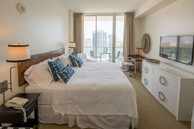 King size bed, flat screen  HD cable and balcony with ocean and city views